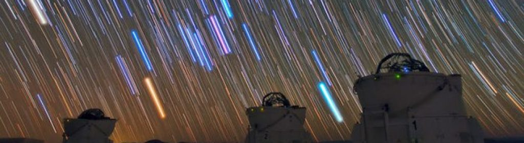 Star_trails_over_the_VLT_in_Paranal-700x297-1